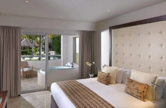 One bedroom Master Suite Swim up 7
